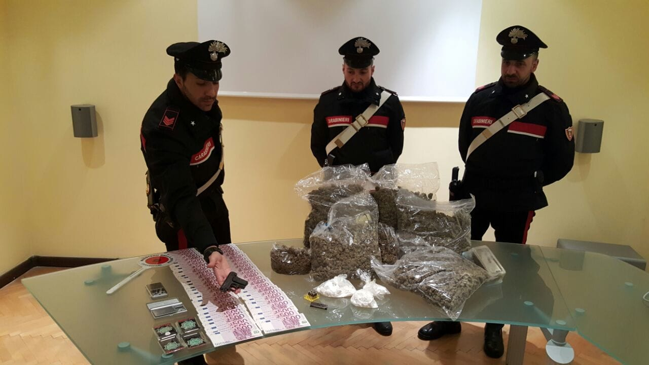 24apr17. arresto carabinieri droga pistola-3