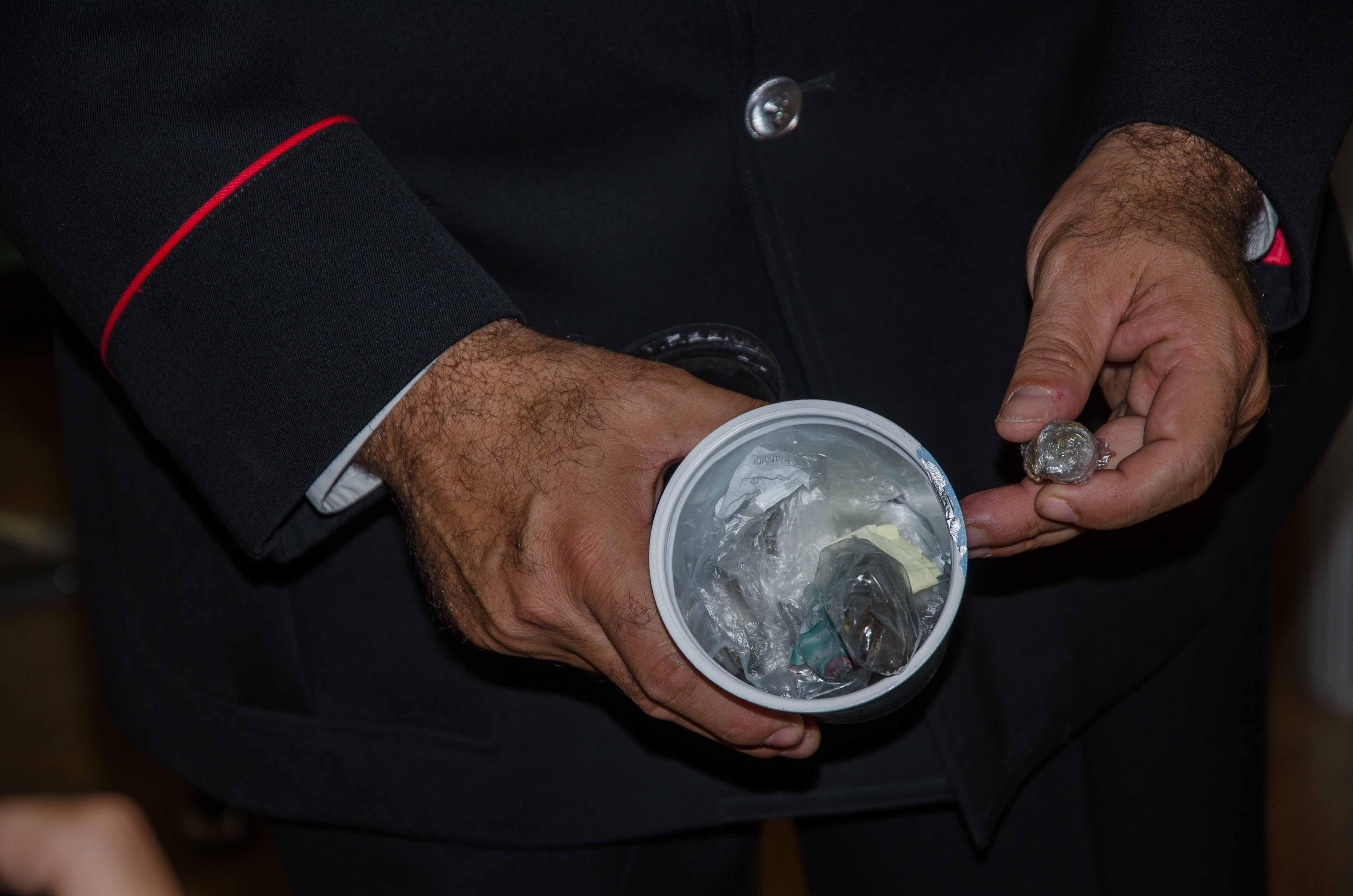 23ago14 cap pasquariello carabinieri marijuana-2