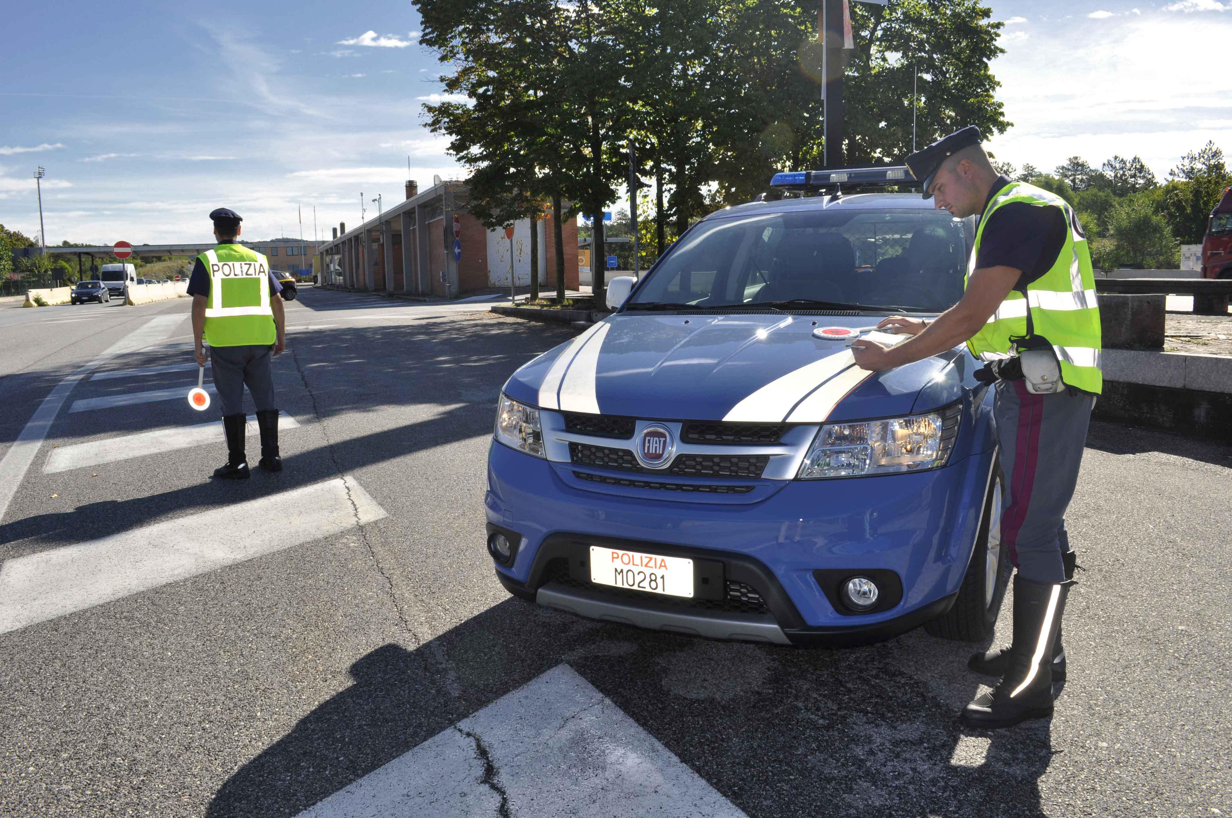 29set15. polizia stradale droga-4