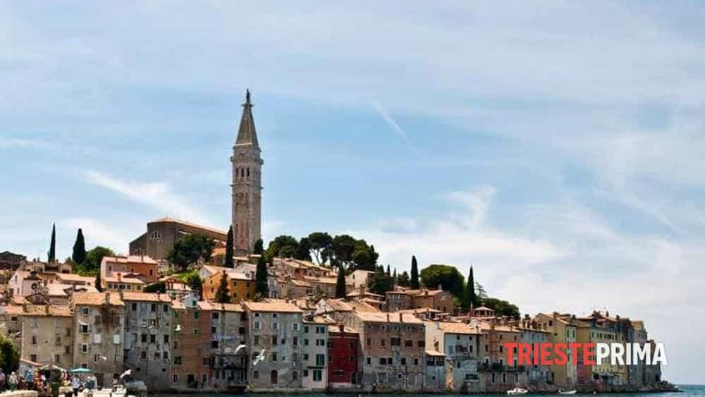 Show durante l'addio al celibato: italiano vestito da Gesù arrestato per atti osceni