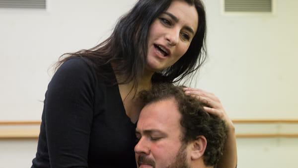 """Lucrezia Borgia al Verdi: l'avvelenatrice """"umanizzata"""" nel nuovo allestimento"""