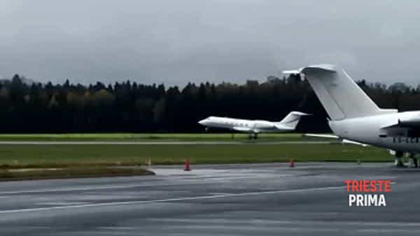 Il piccolo Kris vola verso gli Usa, il decollo dell'aereo da Lubiana (VIDEO)