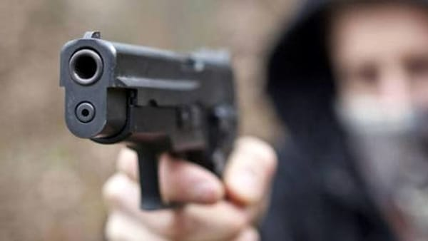 Rapina con la pistola in farmacia: bottino di 3000 euro