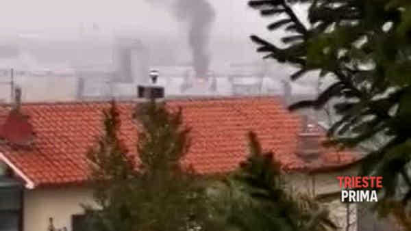 """""""Fortissima esplosione in zona industriale"""", il video delle fiamme"""