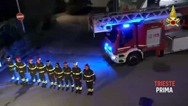 Esplosione Quargnano: la Polizia in visita ai Vigili del fuoco per onorare le vittime (FOTO E VIDEO)