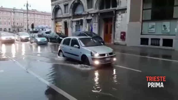 Alta marea e piogge abbondanti: borgo Teresiano finisce sott'acqua (VIDEO)