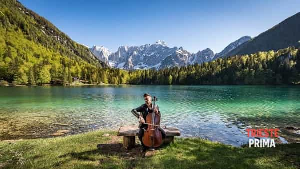Natura e musica: Luka Šulić interpreta i Metallica ai Laghi di Fusine