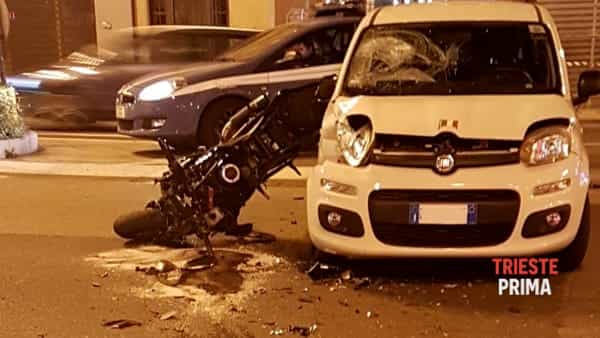 Incidente auto-moto in Largo Barriera: grave un centauro