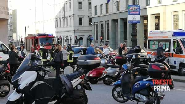 Incidente in Riva III Novembre: motociclista all'ospedale