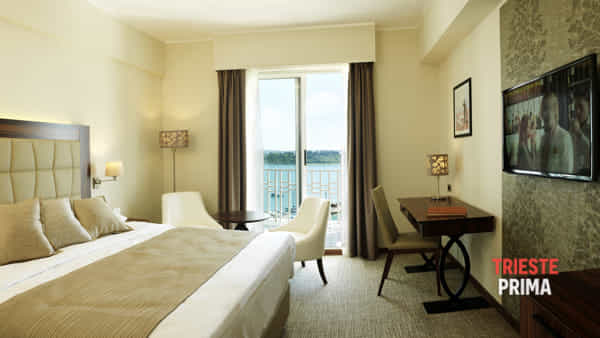 grand-hotel-portoroz-executive-double-room-sea-view-balcony-television-tabel-chair.jpg-2