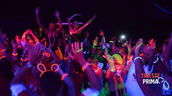 """Mandracchio, sabato 30 aprile la notte si illumina con il """"Fluo Party"""" di LoveDisco"""