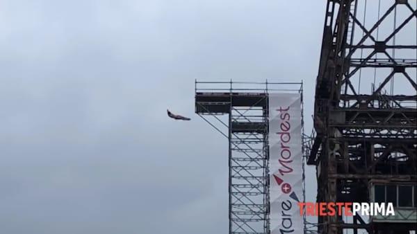 Gli spettacolari tuffi dall'Ursus a 27 metri d'altezza (VIDEO)