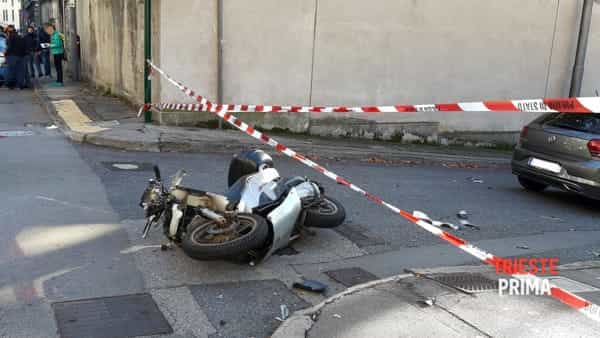 Incidente in via Udine: scooterista all'ospedale