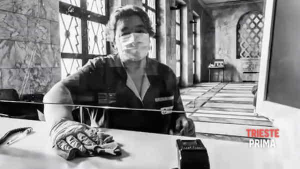 Uomini e donne della Polizia al tempo del virus, l'impegno quotidiano si mette in posa (VIDEO)