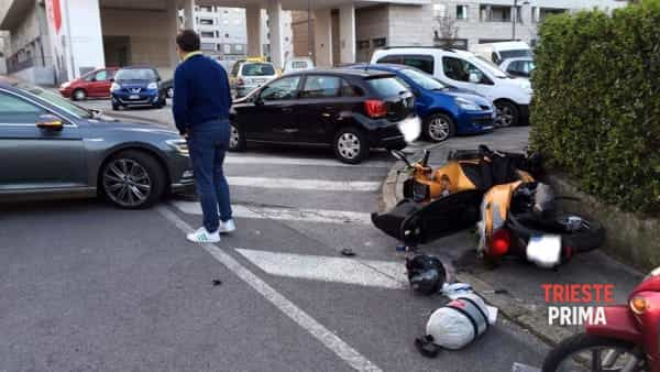 Incidente in piazzale de Gasperi: scooterista all'ospedale