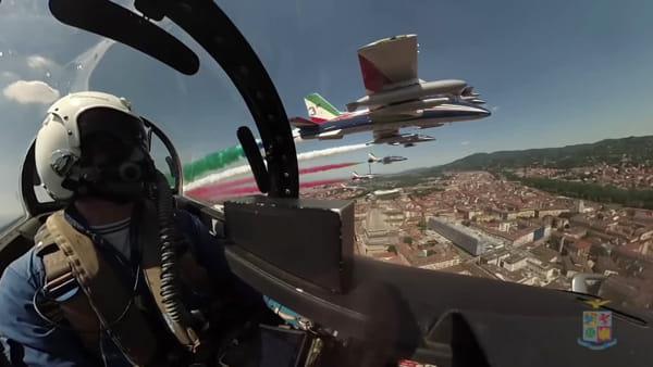 Il Tricolore delle Frecce sopra l'Italia, il volo del primo giorno (VIDEO)
