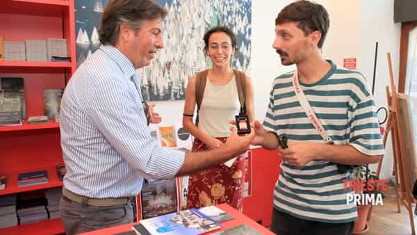 Turismo: Bucci premia il 20.000° visitatore all'info-point