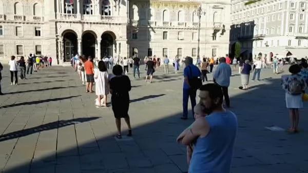 Sentinelle in piedi: un'ottantina di persone in piazza contro la legge sull'omofobia