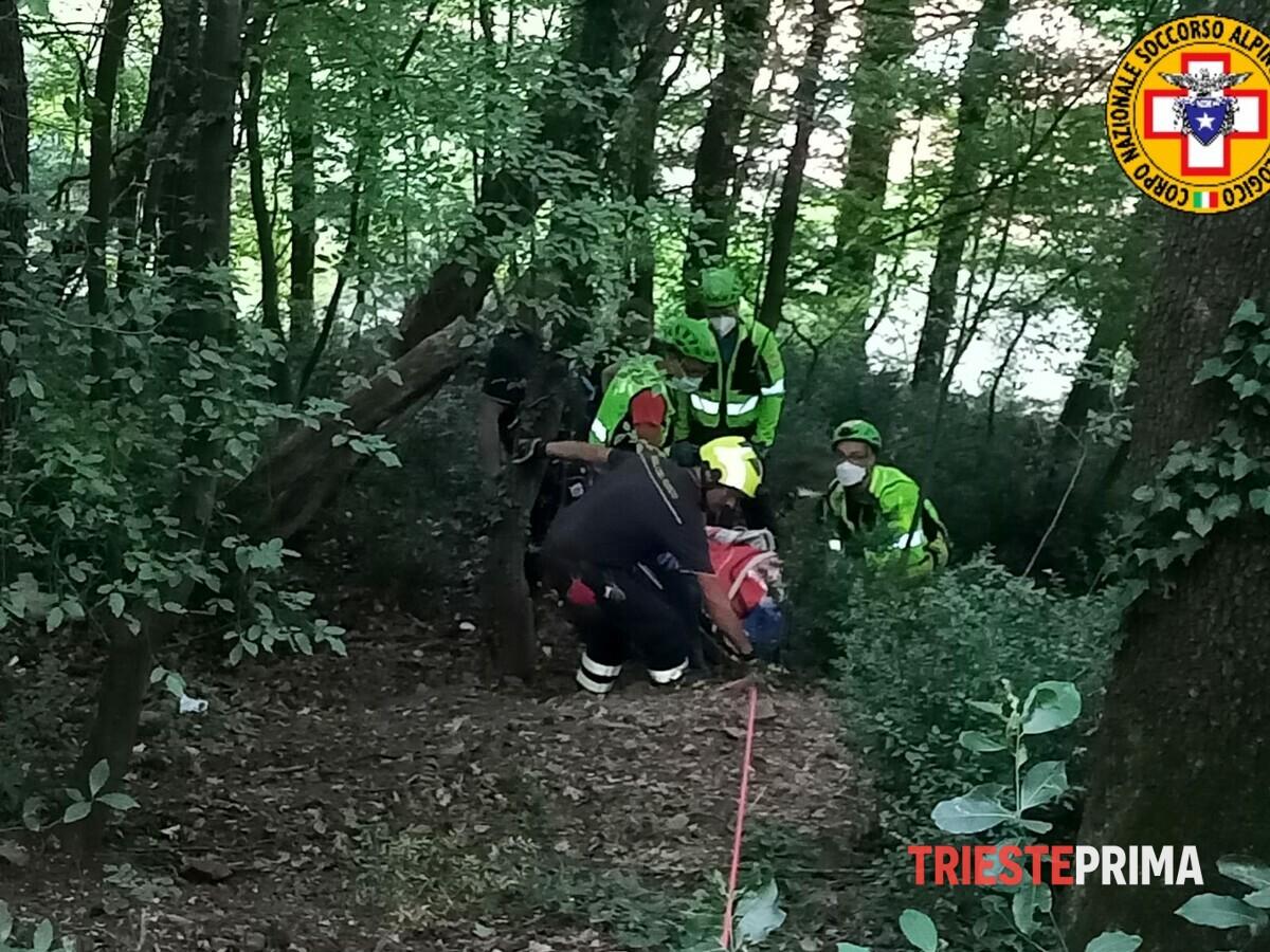 Cade e precipita per otto metri in Villa Giulia: 75enne in ospedale