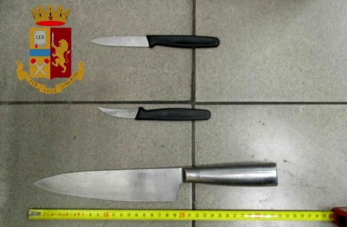 Aggressione all'agente della Polfer: l'arrestato è un 25enne, aveva con sé tre coltelli