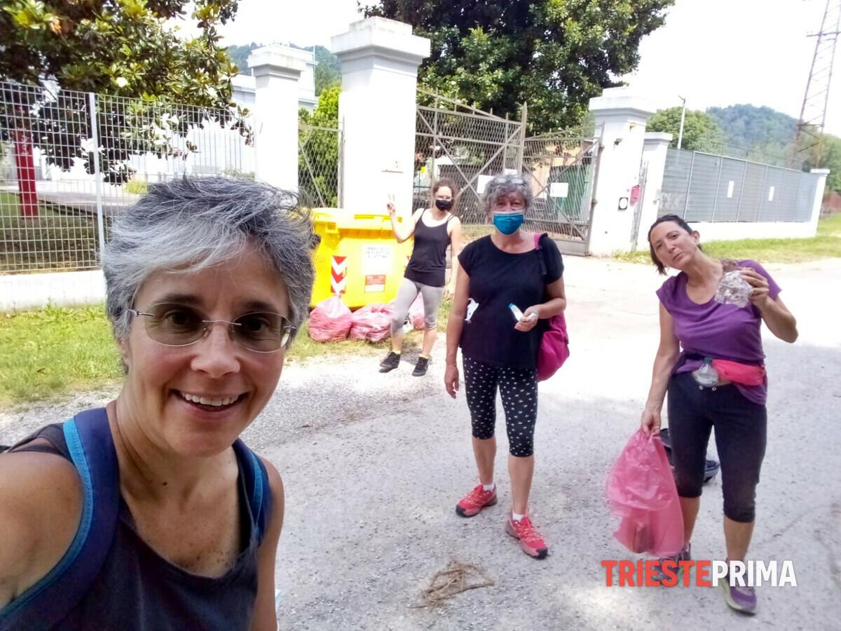 """Gorizia, i volontari di """"Ripuliamoci challenge"""" ripuliscono Straccis: tra i rifiuti anche una friggitrice"""