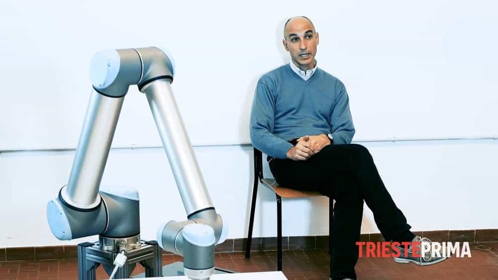 Paolo Gallina e il braccio robotico pittore