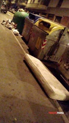 Degrado e rifiuti abbandonati in via broletto angolo via tacco-7
