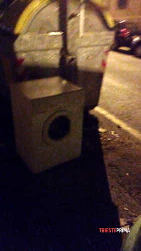 Degrado e rifiuti abbandonati in via broletto angolo via tacco-6