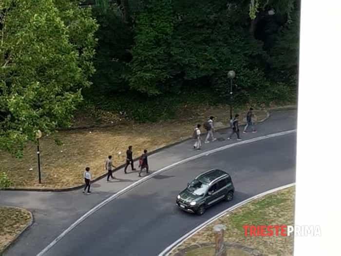 Migranti rotonda del Boschetto-3-2